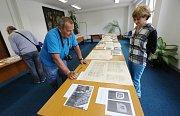 Návštěvníci dne otevřených dveří v Oblastním archivu v Litoměřicích si mohli prohlédnout dokumenty z historie kasáren a poté vyrazit na komentovanou prohlídku.