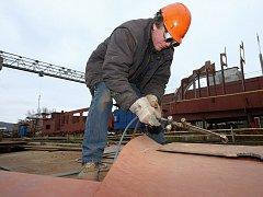 V loděnici u Lovosic spustí na vodu dva tankery