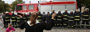 Dobrovolní hasiči z Roudnice nad Labem si slavnostně převzali nový automobil.