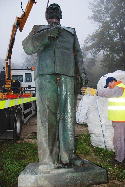 Odstranění sochy a uložení do areálu komunálních služeb.