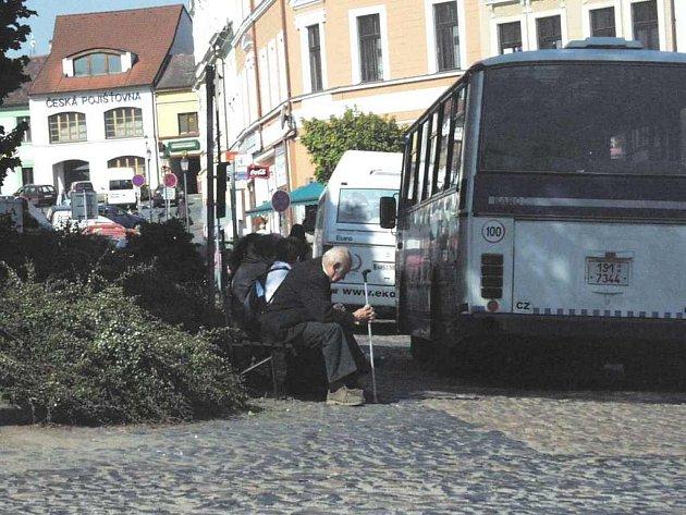 Autobusy z roudnického Karlova náměstí mizí.