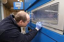 Firma Pardam z Roudnice nad Labem vyrábí ochranné roušky a respirátory. Při jejich výrobě využívají nejnovější nanotechnologie.