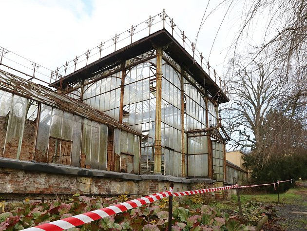 Památkové chráněný historický skleník v areálu zámku, který se bude prodávat v dražbě.