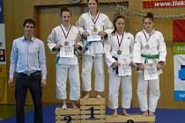 BRONZOVOU medaili získala v Olomouci Beranová (druhá zprava).