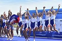 Barbora Mátlová, Emma Benýšková, Kateřina Pivková, Marie Štefková, Zuzana Štěpánková, Nikola Kropáčková, Barbora Kárová, Valentýna Kolářová a Lucie Nováková se radují z vítězství.