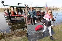 Ve Štětí 1. dubna 2019 uzavřeli most přes řeku Labe. Město nahradilo autobusy přívozem