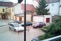 Přívalový déšť řádil v Libochovicích.