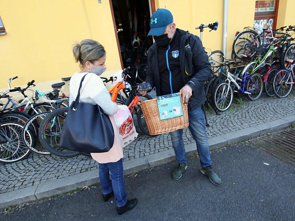 Otevřené jsou opět také například prodejny pro cyklisty