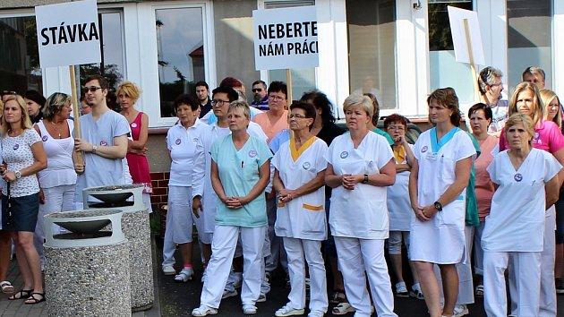 Výstražná stávka odborů a zaměstnanců roudnické nemocnice