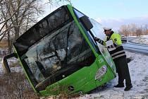 Dopravní nehoda mezi Křešicemi a Okny