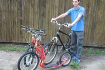 NÁVŠTĚVNÍCI kempu či pláže u jezera Chmelař v Úštěku si můžou v recepci požádat nově i o zapůjčení kola nebo koloběžky.