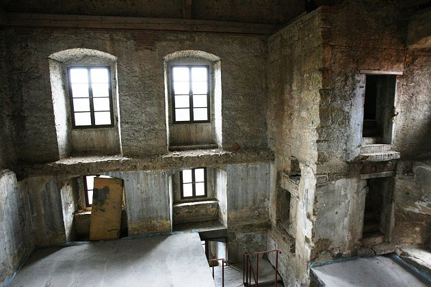 Úštěcký hrad odkryl pozůstatky původního osídlení - zbytky roubeného stavení z doby před 15. stoletím.