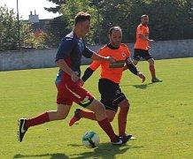 Fotbalová I. B třída sk. B: Hrob - Roudnice (v oranžovém).