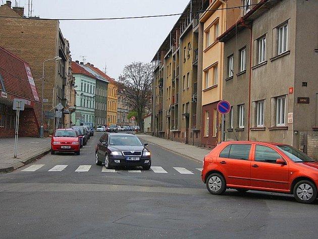 Z roudnické Riegrovy ulice bude jednosměrka.