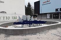 Před kinem ve Štětí vzniká nová kašna