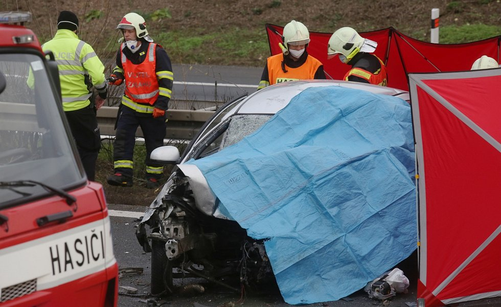Tragická dopravní nehoda na dálnici D8 u Lukavce