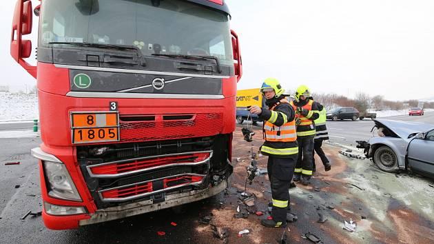 Nehoda v Tovární ulici v Lovosicích