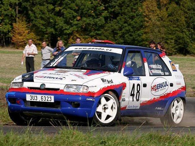 Litoměřický Lukáš Pondělíček o sobě v letošní sezoně dává vědět.  V popředí celkového pořadí své třídy se pohyboval i při poslední rallye.