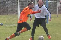 Petr Stejskal (vlevo) posílil fotbalisty SK Roudnice.