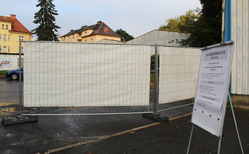 Volební drive-in stanoviště v pavilonu B na výstavišti Zahrada Čech v Litoměřicích
