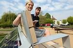 Litoměřice mají jako první v republice solární lavičku, kde si je možné dobít telefon nebo se připojit k internetu