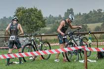BORCI TT Cyklorenova Cvikov Petr Cmunt (č. 26) a Ondřej Olšar zbytku startovního pole odskočili.