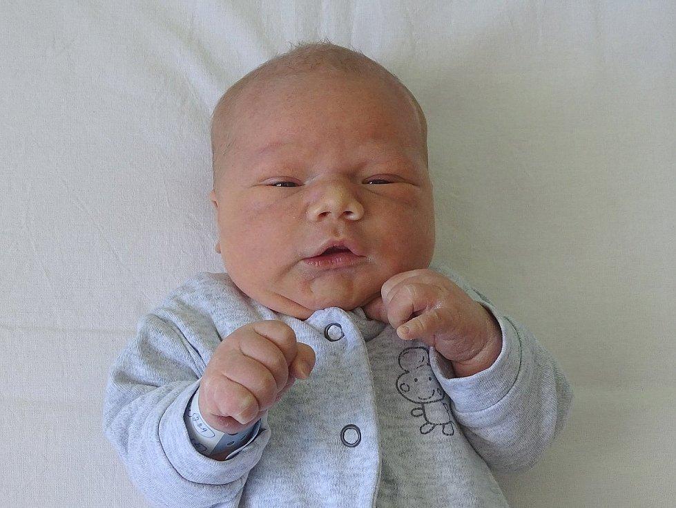 Jan Burian se narodil Janě Šebkové a Matěji Burianovi z Ústí n. L. 20. května v 16.01 hodin v Litoměřicích (52 cm a 4,21 kg).