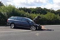 Automobil po čtvrteční havárii na dálnici D8 nedaleko Lovosic