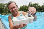 Kontrola kvality vody na litoměřickém koupališti.