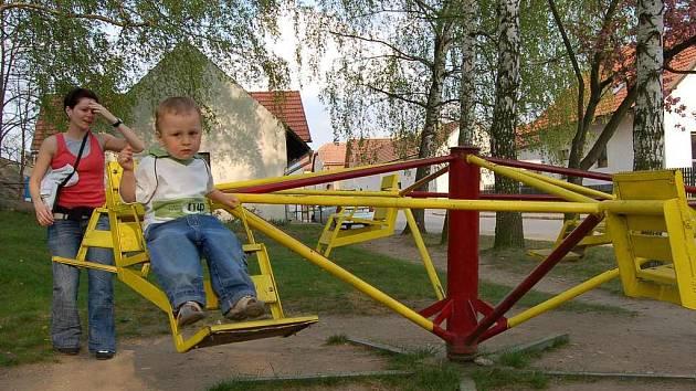 Nové vedení Ctiněvsi chce přesunout dětské hřiště více do centra obce