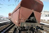 V úterý 9.3. vykolejil v Lovosicích vagon nákladního vlaku s uhlím. Škoda na kolejích se šplhá až k 20 milionům, na vagonech ještě kolem 250 tisíc.