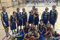 ÚSPĚŠNÝ basketbalový tým Slovanu.
