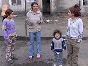 Romové v roudnické Masarykově ulici.
