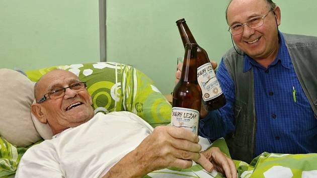 Klienti hospice, pokud jim to lékař nezakáže mohou pivo konzumovat a k zakoupení je přímo v kiosku hospice.