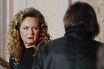 PLOSKOVICKÝ ZÁMEK.  Oblíbená lokace filmařů na Litoměřicku. Na snímku je Simona Stašová při natáčení snímku Život je život režiséra Milana Cieslara.