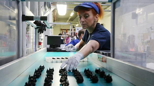 Výrobu dílů v lovosickém závodu TRCZ rozjeli minulý týden, jedou na dvě směny. Archivní foto