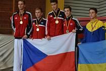 VYHRÁLI. Čeští reprezentanti (Marschall druhý zleva) byli v Německu nejlepší.