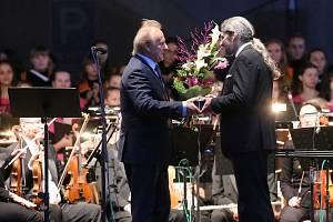Se vší parádou oslavil litoměřický sbor Puellae cantantes 50. výročí od svého založení.