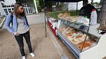 První farmářské trhy, po koronavirové krizi nalákaly stovky návštěvníků.