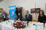 Americký astronaut Andrew Feustel se v rámci svého turné pro českou veřejnost zastaví v pondělí 8. dubna v Terezíně a předá zde řediteli Památníku Terezín kresbu Měsíční krajina, kterou vytvořil v roce 1942 v terezínském ghettu židovský chlapec Petr Ginz