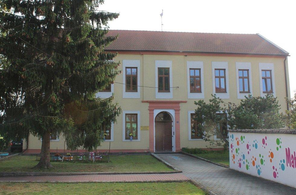 Mateřská škola v Doksanech prošla před několika lety rekonstrukcí.