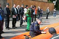 V Havlíčkově ulici probíhalo cvičení místních hasičů. Ti ukázali protipovodňové vaky