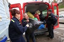 Dobrovolní hasiči z Lovečkovic uspořádali sbírku ošacení a drobných věcí pro azylový dům Diakonie v Litoměřicích