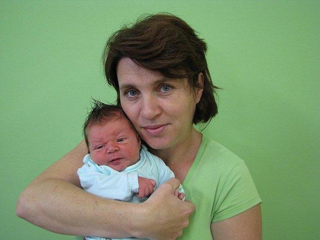 Radaně Kárové z Lovosic se v litoměřické porodnici 21. listopadu v 9.47 hodin narodil syn Dominik Kára. Měřil 50 cm a vážil 3,48 kg. Blahopřejeme!