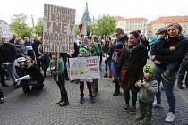 Téměř dvě stovky občanů Litoměřic vyjádřily nespokojenost s vládou premiéra Babiše a ministryní spravedlnosti Benešovou.