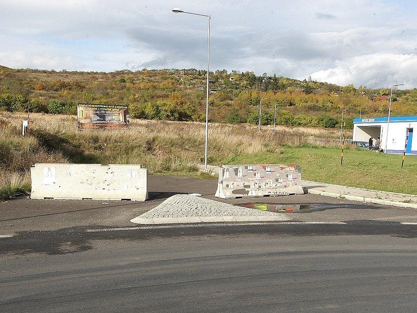 V těchto místech u mostu gen. Chábery by měl obchvat začít.