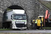 Nehoda pod viaduktem v Žalhosticích