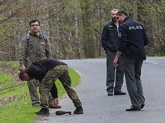 PŘI ÚKLIDU lesa v okolí Milešovky skauti narazili na minometnou střelu. Postarat se o ni musel přivolaný pyrotechnik.