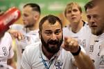 Lovosický trenér Milan Berka udílí pokyny svým hráčům.