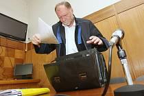 Soudního jednání se zůčastnil pouze obhájce Tomáš Sokol.